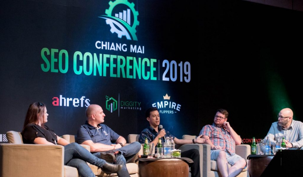 CMSEO2019 image on the stage with the speakers Q&A