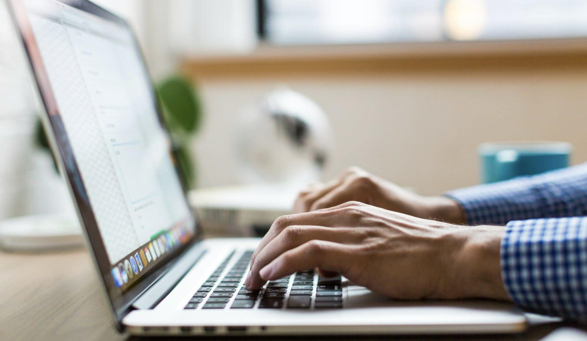 copywriting in laptop